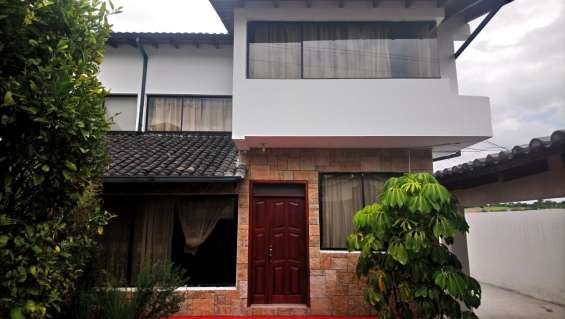 Se vende casa de 3 plantas valle de los chillos